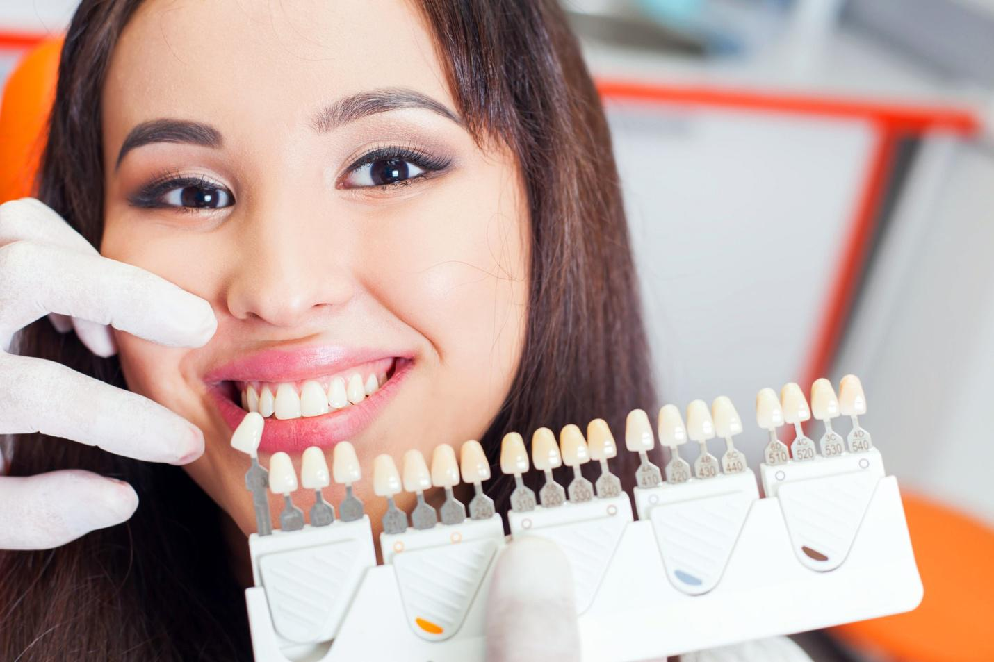 The 4 Best At Home Teeth Whiteners You Need To Try